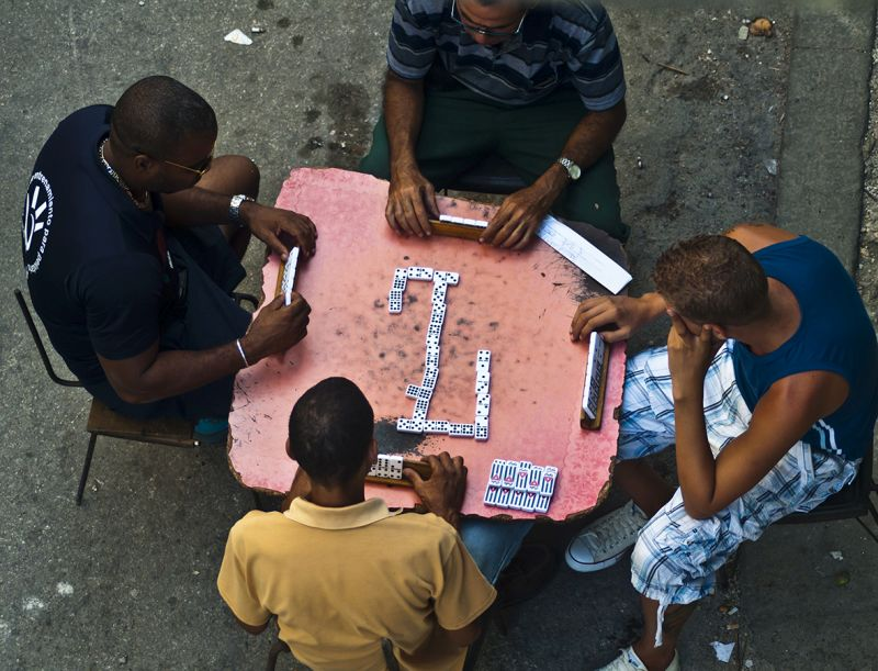 Playing Dominó in Havana