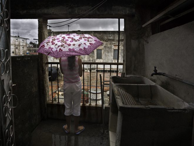 Umbrellas as this year's essential accessory in Cuba
