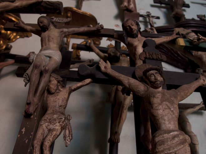 Trinidad's house of crucifixes