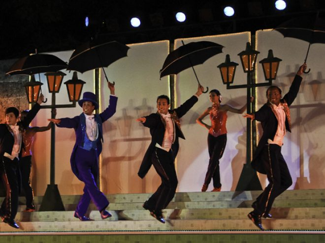 Alfonso Menéndez's Back to Musicals keeps singing despite the occasional rain