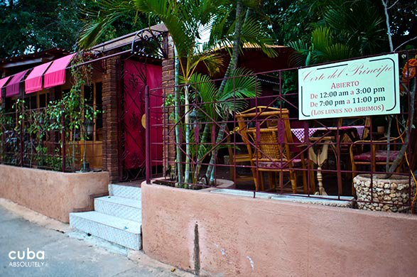 entrance of restaurant Corte del principe in Playa © Cuba Absolutely, 2014