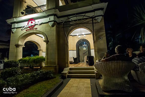 entrance of Calle diez restaurant in Miramar © Cuba Absolutely, 2014