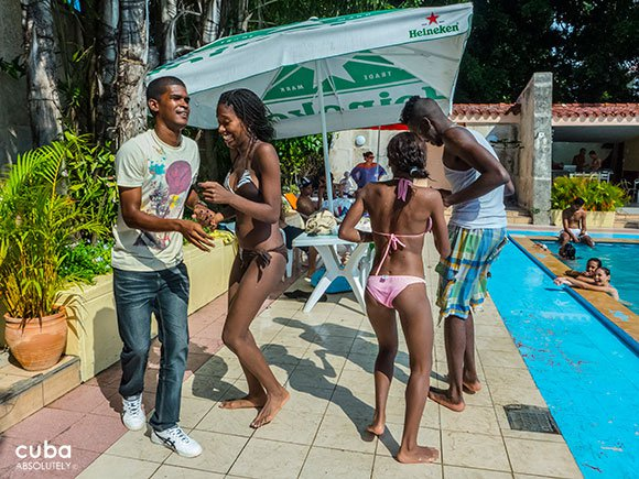 party on the pool of club Le Select in Miramar © Cuba Absolutely, 2014