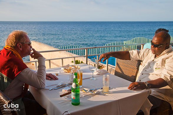 2 men eating at restaurant Vistamar in Miramar© Cuba Absolutely, 2014