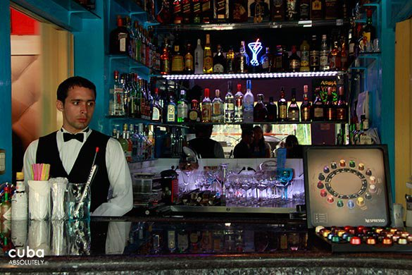 bar with a waiter behind © Cuba Absolutely, 2014