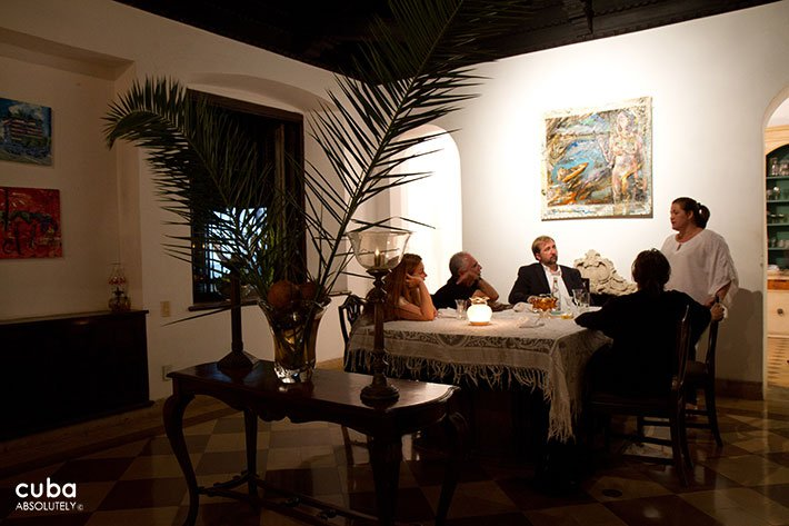people eating at Atelier restaurant in Vedado © Cuba Absolutely, 2014