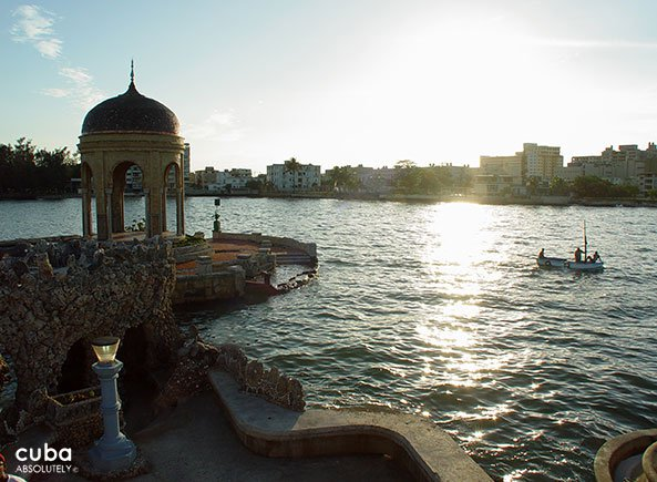 arbor in the sea with a view of the city © Cuba Absolutely, 2014