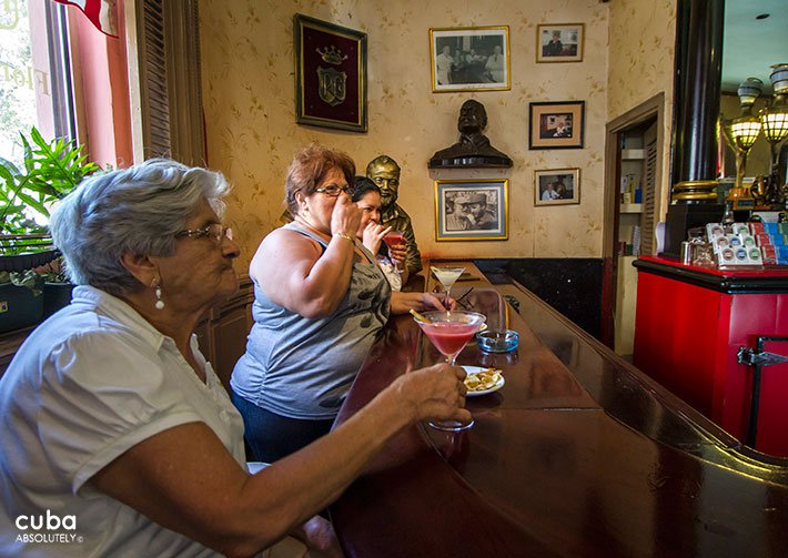 Old lady having a drink at Floridita bar in Old havana© Cuba Absolutely, 2014