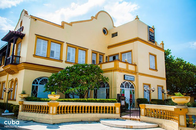 Cultural center 1830, yellow building © Cuba Absolutely, 2014