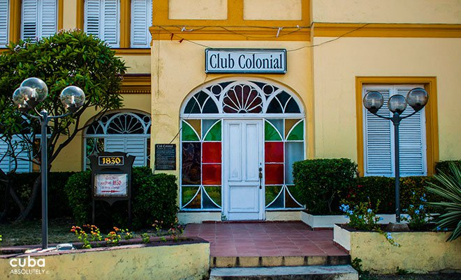 restaurant 1830 in Vedado, yellow buiding © Cuba Absolutely, 2014