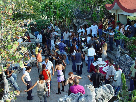 group of people talking and dancing on a yard © Cuba Absolutely, 2014