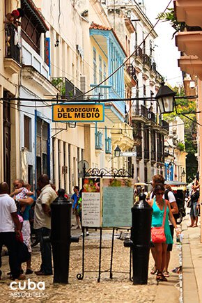 people walking on the street in old havana © Cuba Absolutely, 2014