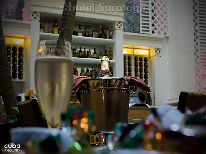 champagne at Saratoga hotel © Cuba Absolutely, 2014