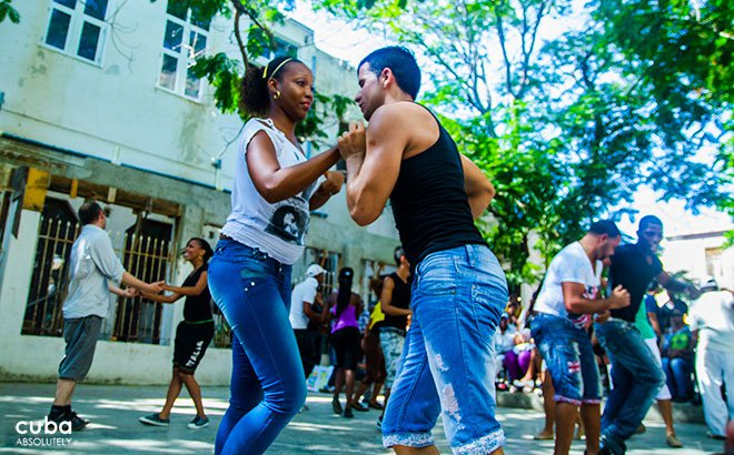 people dancing salsa at Palenque in Vedado © Cuba Absolutely, 2014