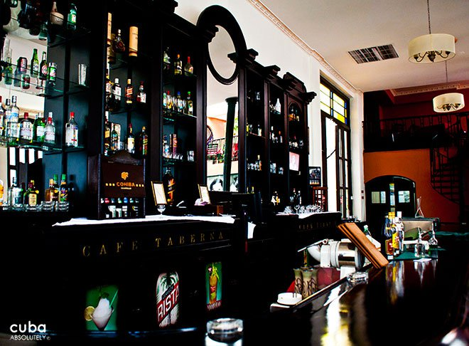 black wood bar at Cafe Taberna in old Havana© Cuba Absolutely, 2014