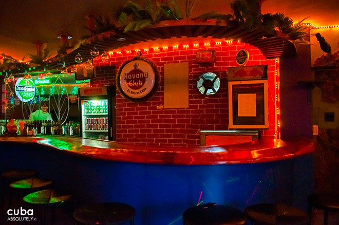 bar at Club Las Vegas in center havana© Cuba Absolutely, 2014