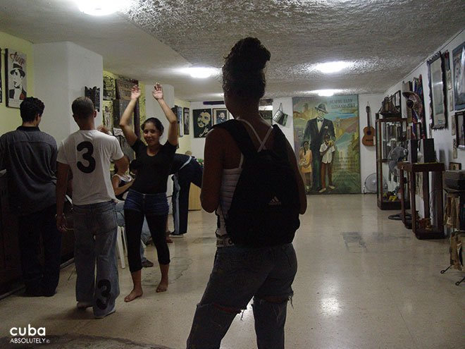 people dancing at Tango house in old havana © Cuba Absolutely, 2014
