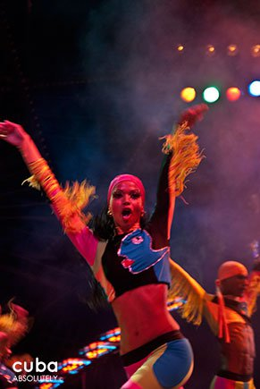 female dancer dress in blue at Tropicana club in Playa © Cuba Absolutely, 2014