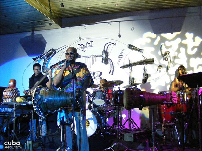 man playing drums and singing at Jazz Cafe in Galerias Paseo in Vedado © Cuba Absolutely, 2014