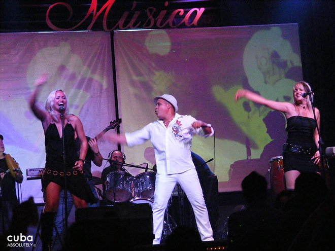 Arnaldo y su talisman band playing at House of Music in old havana© Cuba Absolutely, 2014
