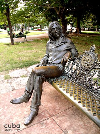 Lennon statue in a park in Vedado © Cuba Absolutely, 2014