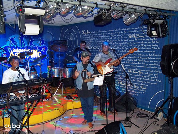rock band playing at Yellow Subamrine club in Vedado © Cuba Absolutely, 2014
