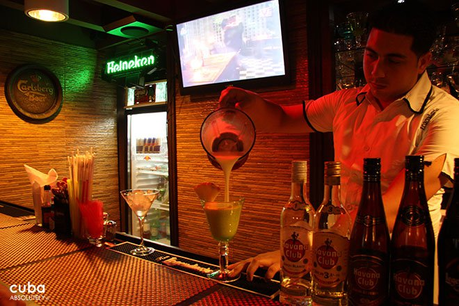 barman making a drink on a bar © Cuba Absolutely, 2014