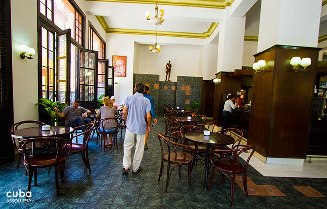 lobby bar in Ambos Mundos hotel  in old havana© Cuba Absolutely, 2014