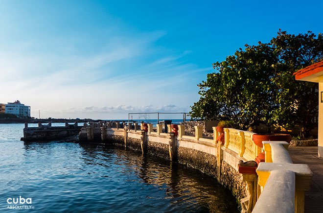 Cultural center 1830, terrace with view of the sea © Cuba Absolutely, 2014