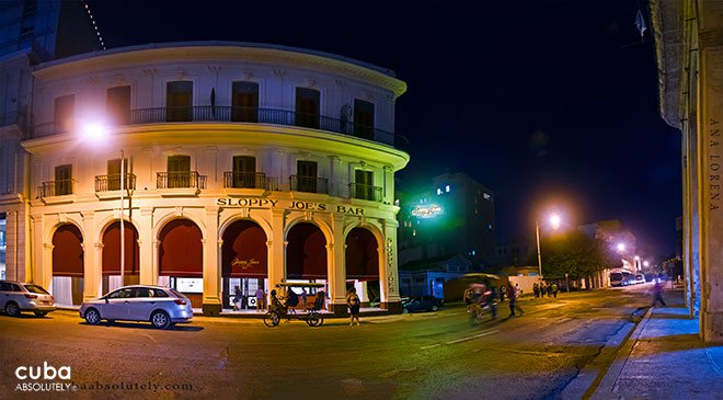 front of Sloppy Joe's bar in old havana© Cuba Absolutely, 2014