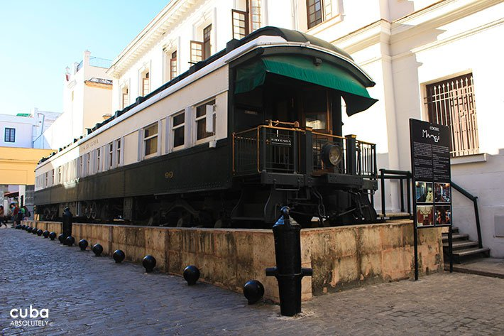 old train in a street in old havana © Cuba Absolutely, 2014