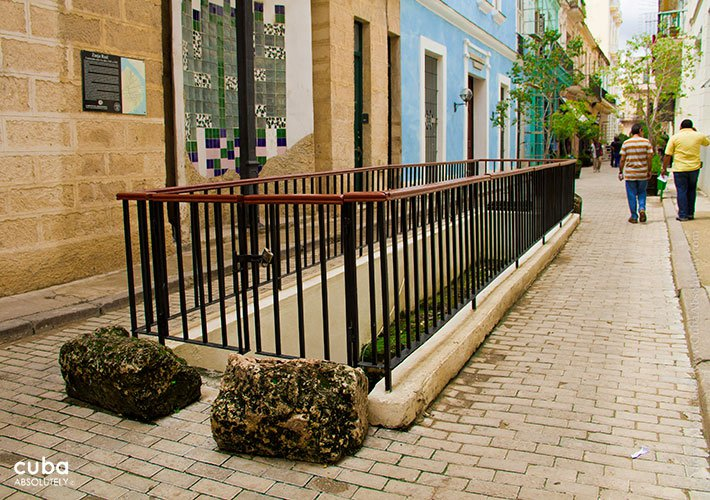 royal ditch in old havana street © Cuba Absolutely, 2014