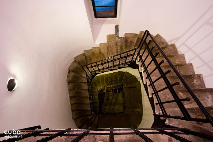 spiral staircase  in El cocinero restaurant in Vedado© Cuba Absolutely, 2014