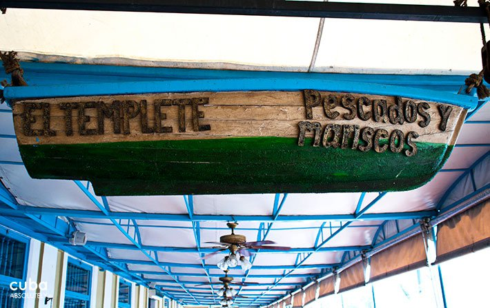 templete restaurant sign on a boat© Cuba Absolutely, 2014