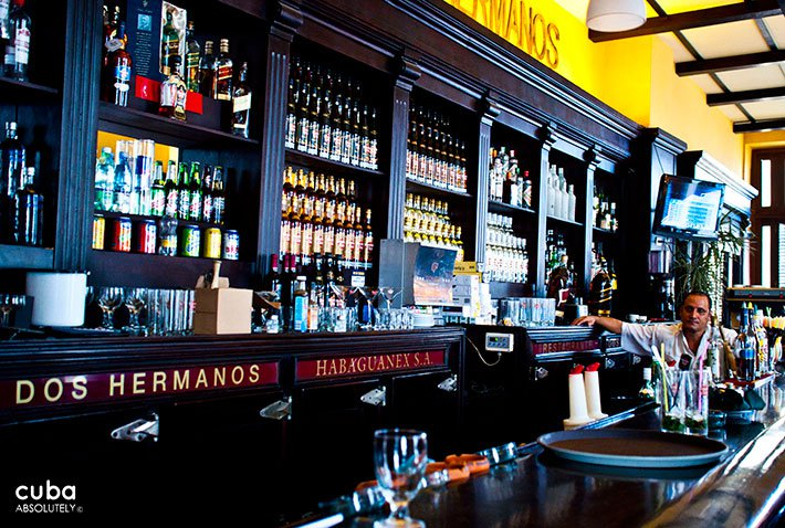 bar at Dos hermanos restaurant in old havana© Cuba Absolutely, 2014
