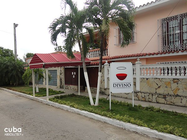 entrance of Divino restaurant © Cuba Absolutely, 2014