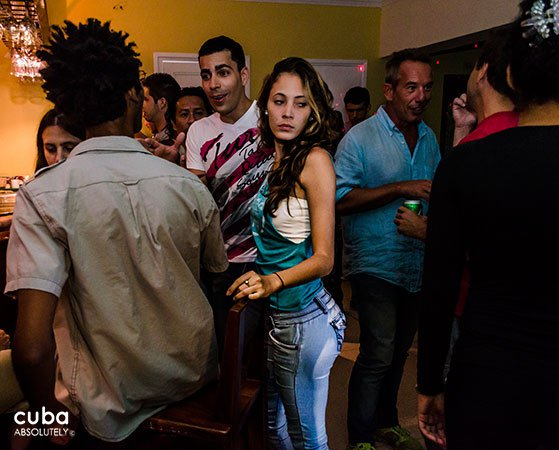 girl dancing in a Party at Somavilla Bar in vedado© Cuba Absolutely, 2014