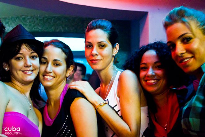 girls on a party at Bertold Brecht  bar in Vedado© Cuba Absolutely, 2014