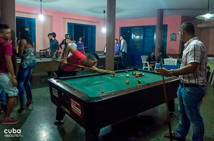 people playing billiards in Centro Vasco club in Vedado© Cuba Absolutely, 2014