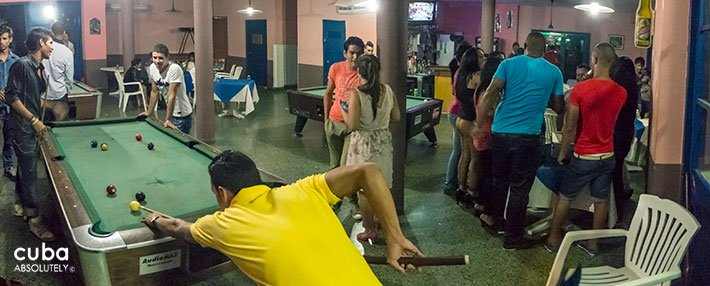 people playing billiard at Centro Vasco ckub in Vedado© Cuba Absolutely, 2014