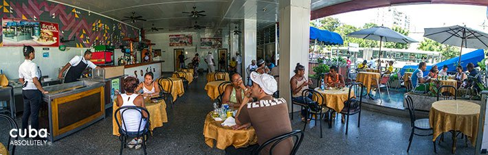 people eating at La Sofia restaurant in Vedado© Cuba Absolutely, 2014