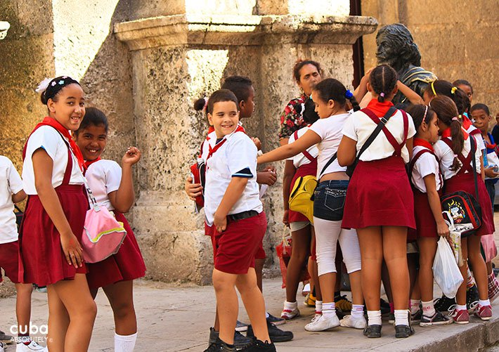kids dress in Primary school uniform in the street © Cuba Absolutely, 2014