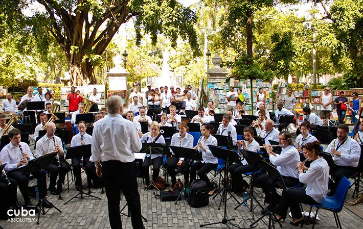 concert at Arms square in old havana© Cuba Absolutely, 2014