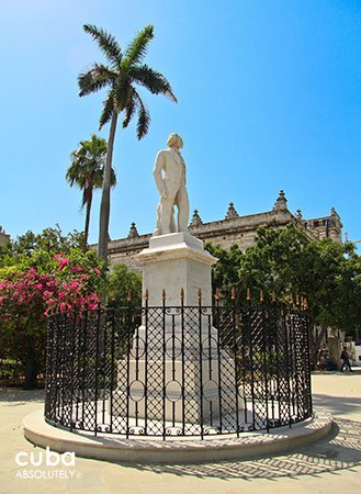 Arms Square in old havana, sculpture © Cuba Absolutely, 2014