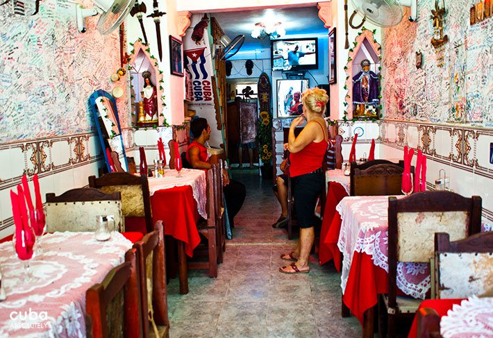 Bellomar restaurant in Old Havana, wall full of people writings © Cuba Absolutely, 2014