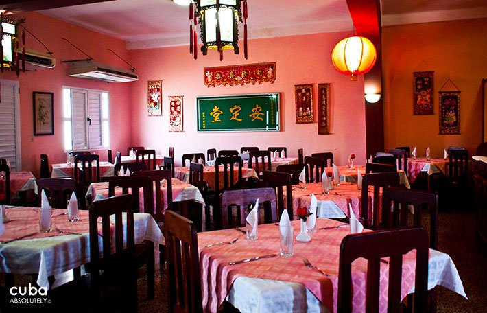 El Cantones restaurant in Chinatown, Old Havana, decoration with chinese details and walls inred © Cuba Absolutely, 2014