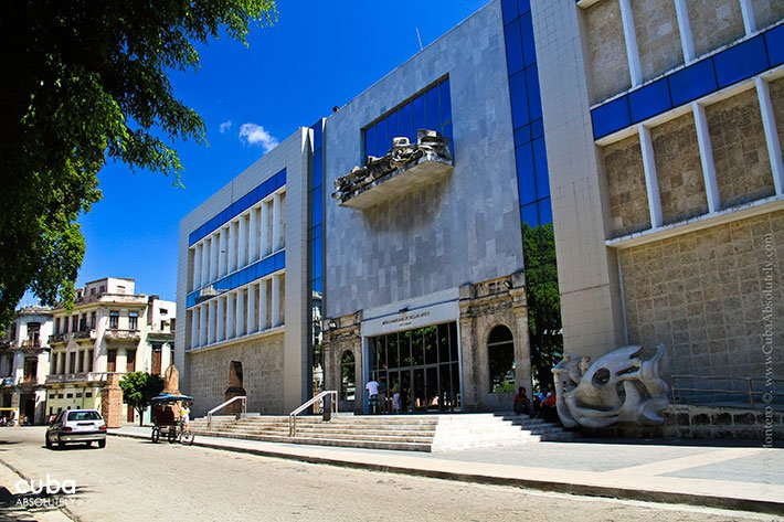 Cuban art Building in Old Havana © Cuba Absolutely, 2014