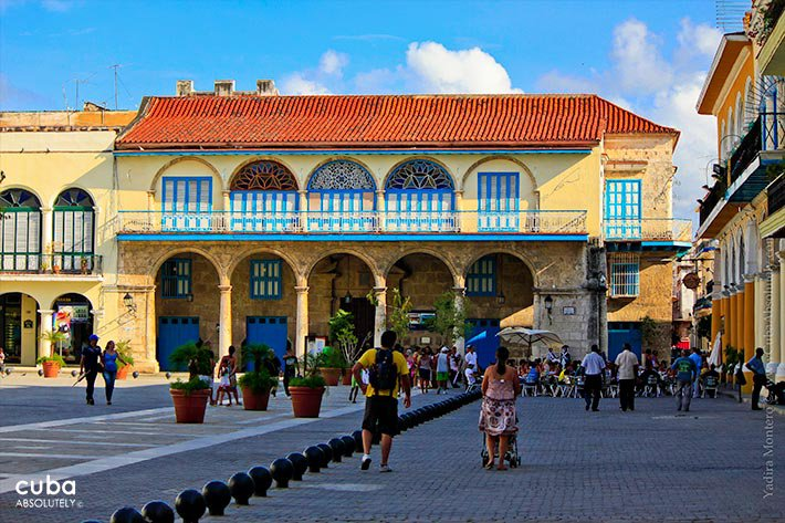 conde de Jaruco house in Old Havana, yellow building with details in blue © Cuba Absolutely, 2014