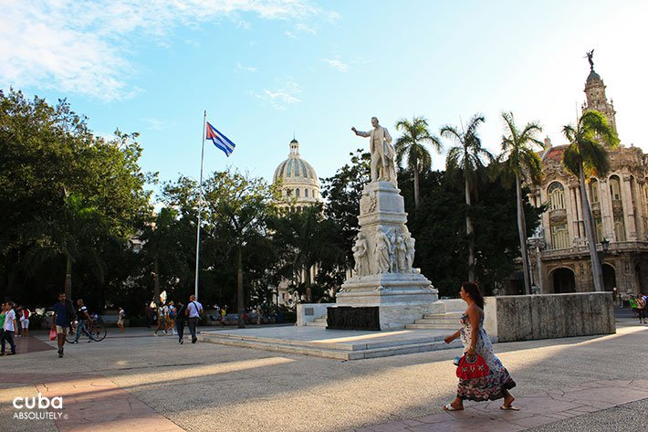 Woman walking trough the Central Park in OLd Havana © Cuba Absolutely, 2014
