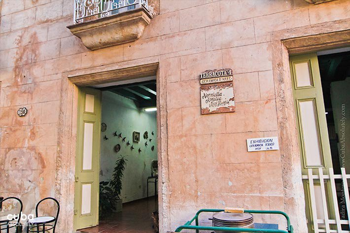 Terracota shop, orange building © Cuba Absolutely, 2014
